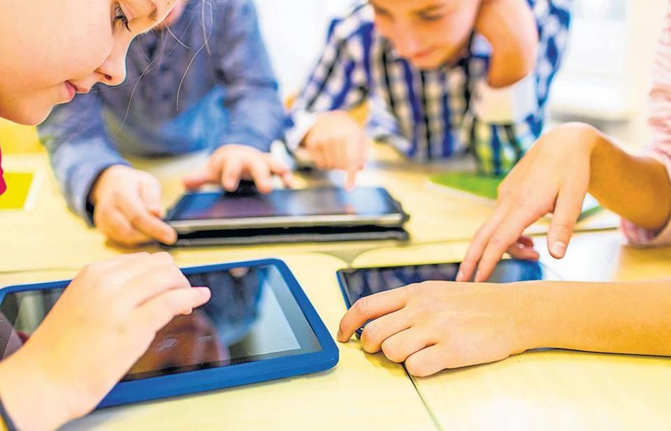 dependenta copiilor de ecrane