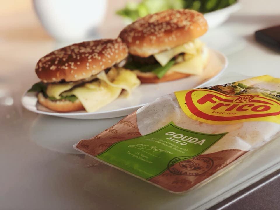 Cel mai bun cheeseburger pentru toata familia reteta