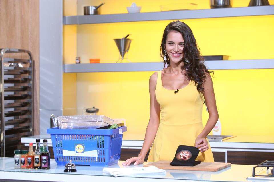Ruxandra Luca, Chefi la cutite