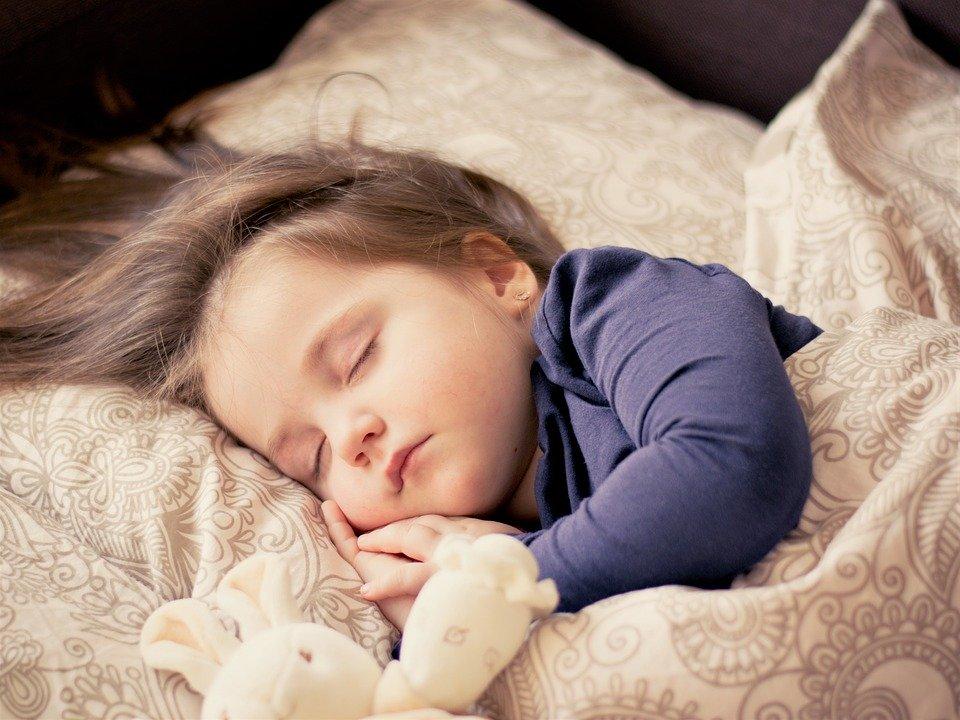 De ce să nu pupăm copiii mici pe gură. Măsuri esențiale pentru prevenirea și tratarea bolilor infecțioase ale copiilor