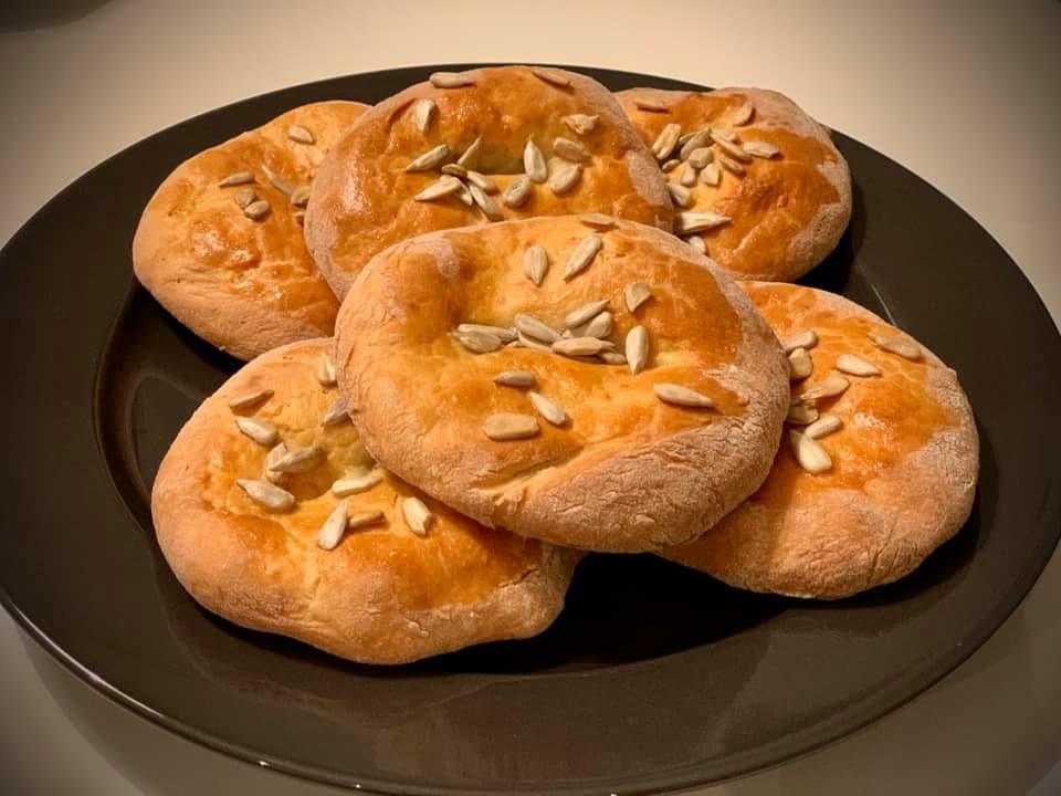 Pâinici de casă din 3 ingrediente simple (fără drojdie)
