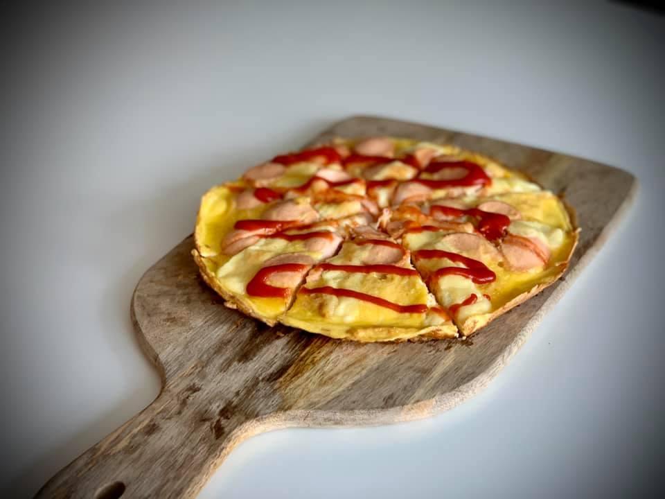 Pizza rapidă cu pâine și ouă